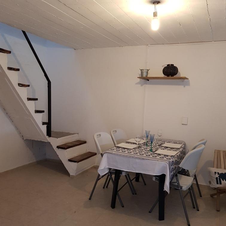 casa de 2 dormitorios , living comedor , cocina y baño