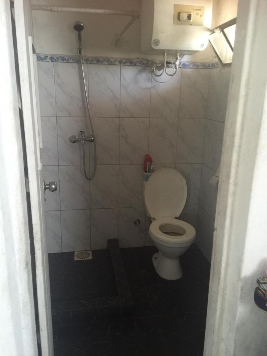 casa de 2 dormitorios y 2 baños mas apartamento al fondo.