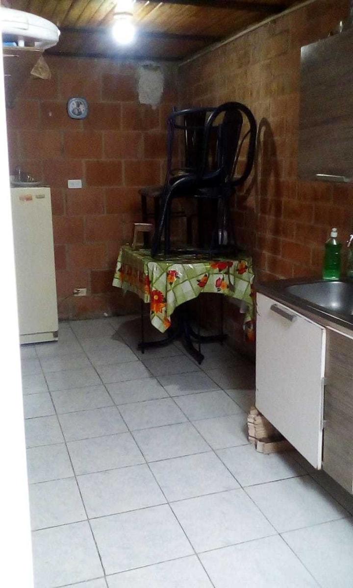casa de 2 habitaciones dos pisos dos baños, patio y espacio