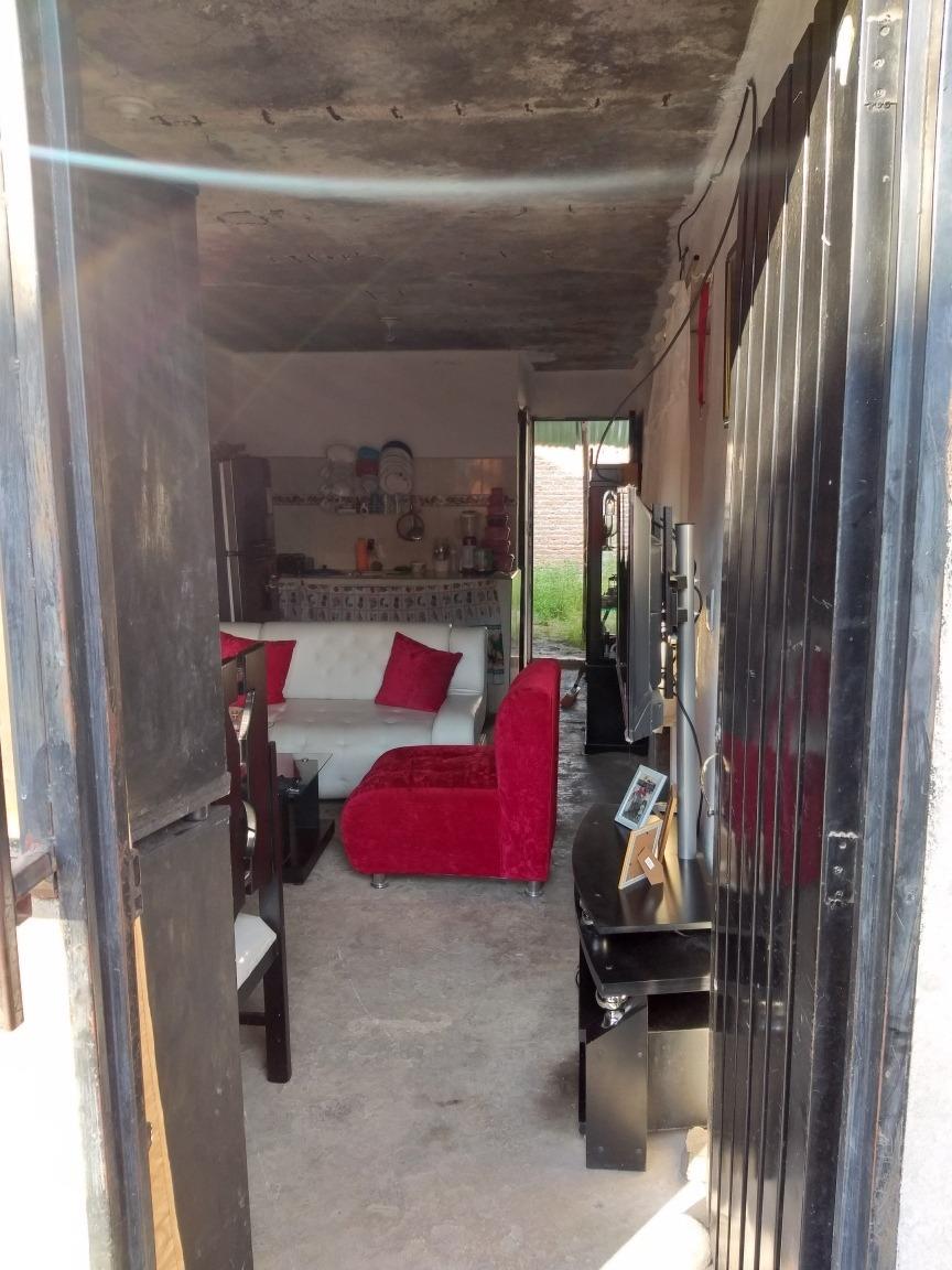 casa de 2 habitaciones, sala, 1 baño, cocina, patio.