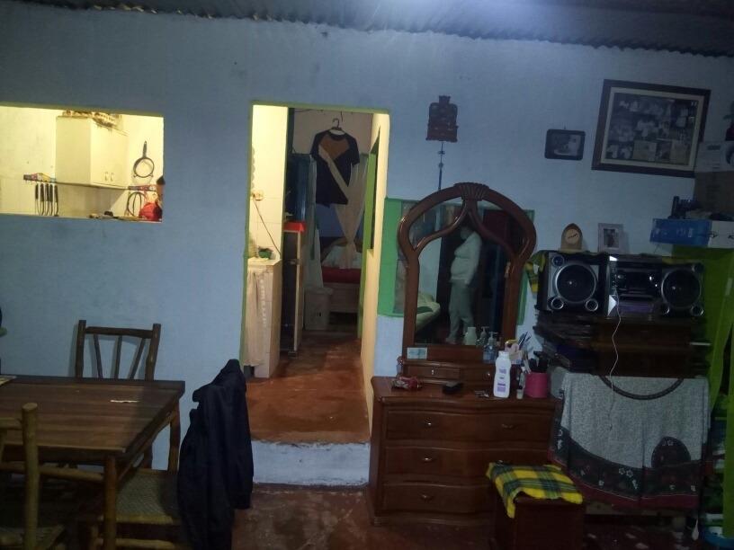 casa de 2 habitaciones sala comedor cocina baño patio de rop
