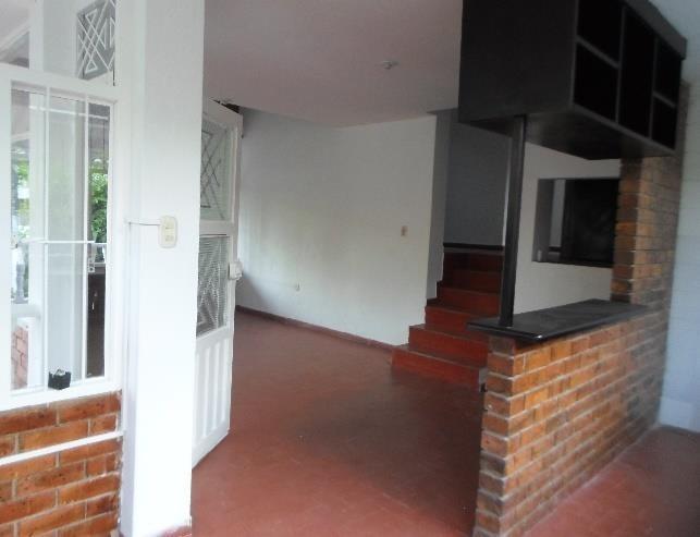 casa de 2 habitaciones y un apartaestudio