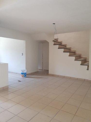 casa de 2 niveles en coahuixtla