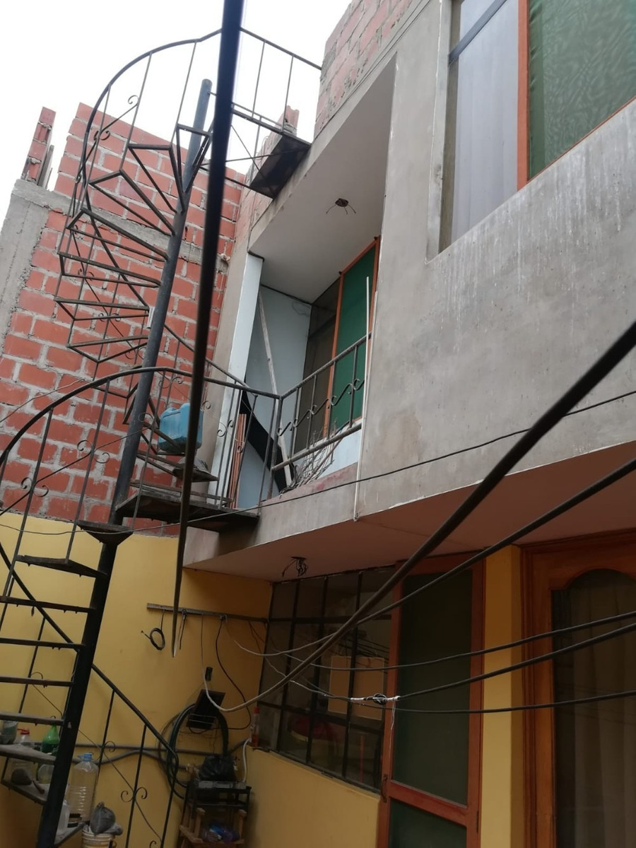 casa de 2 pisos, 4 cuartos y con cerco elèctrico