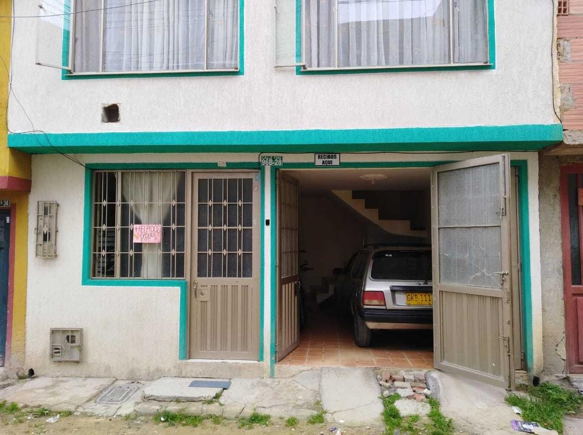 casa de 2 pisos 6x12 y terraza