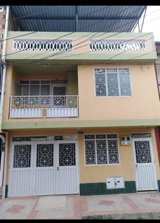 casa de 2 pisos con 2 apartamentos independientes