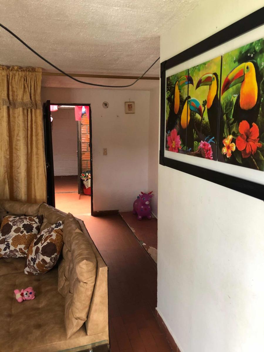 casa de 2 pisos con 3 habitaciones y 1 baño para vender