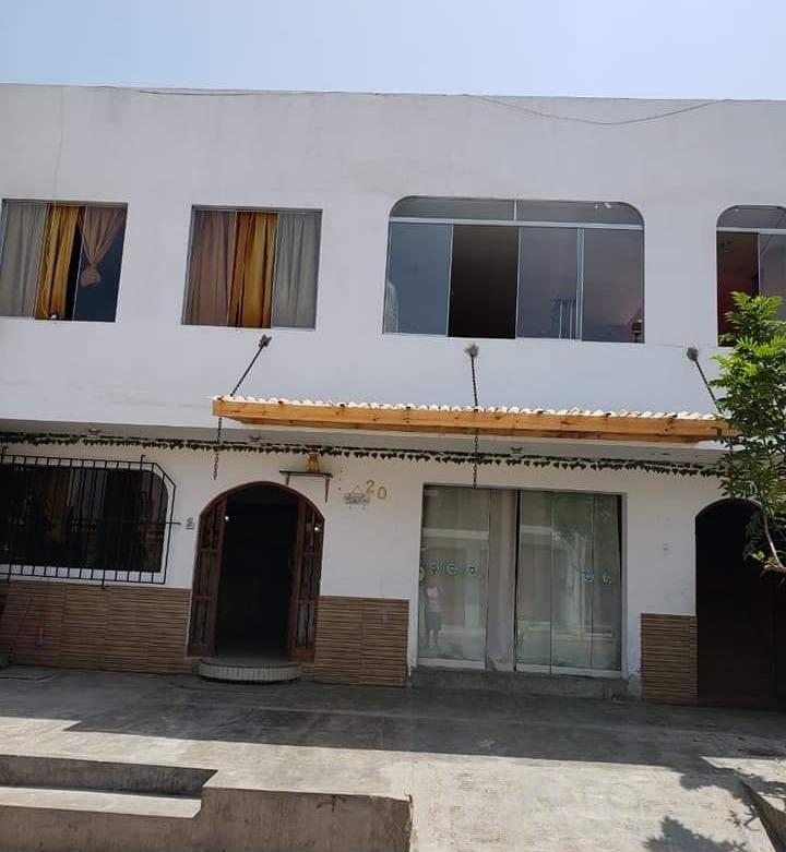 Casa De 2 Pisos Con Terraza 10 Cuartos Y 8 Baños