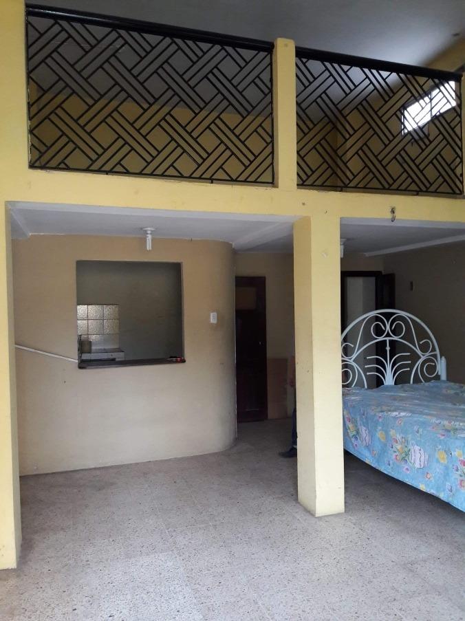 casa de 2 pisos con terraza y lugar comercial