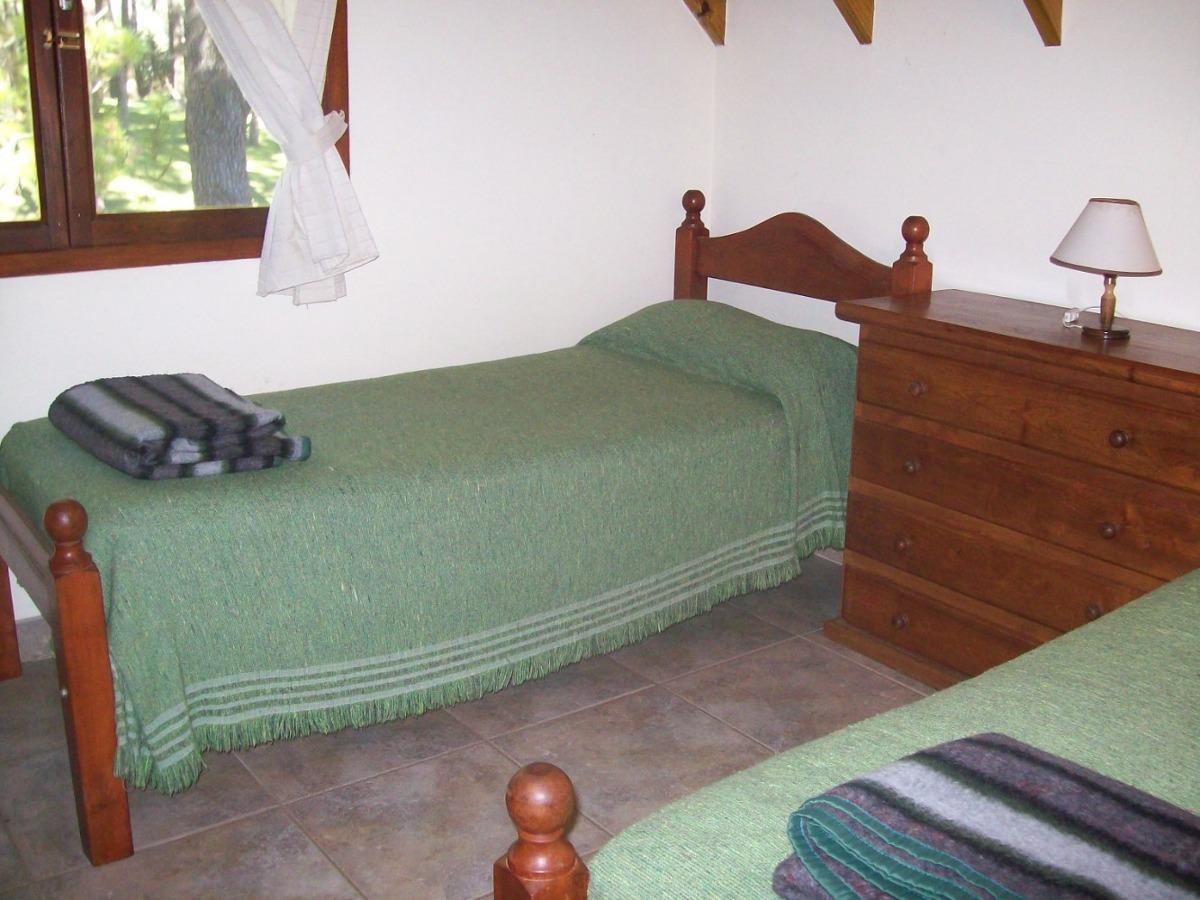 casa de 2 pisos de 3 dormitorios y 2 baños