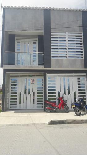 casa de 2 pisos mas terraza con 3 apartamentos, 1 local