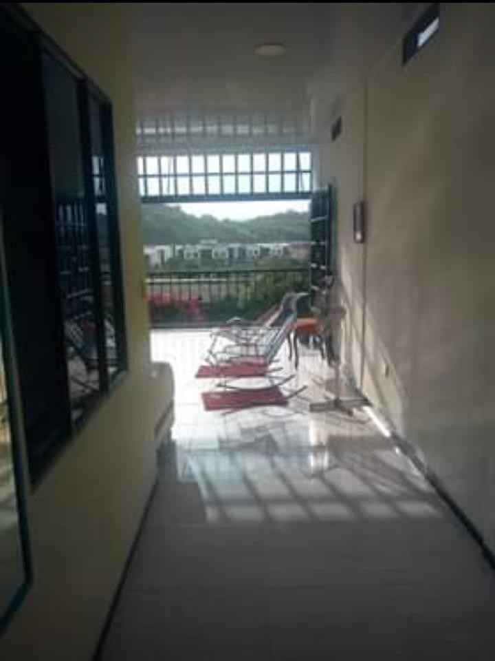 casa de 2 pisos rentable servicios independientes .