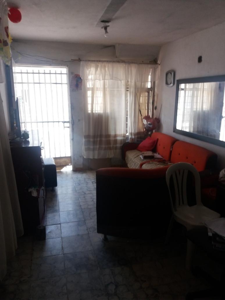 casa de 2 planta con 7 cuartos, 4 baños, 3 cosinas, 2 patios