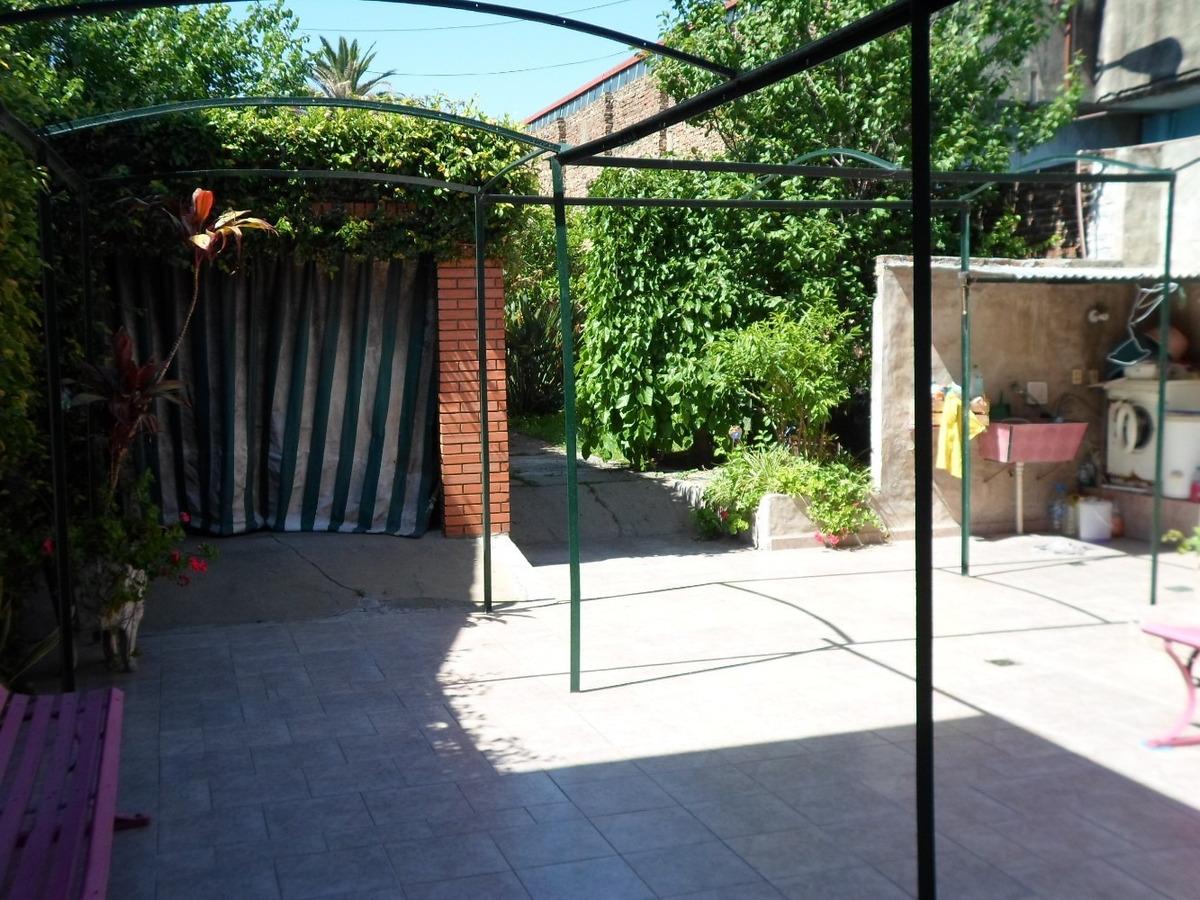 casa de 2 plantas con patio, madrid 1000