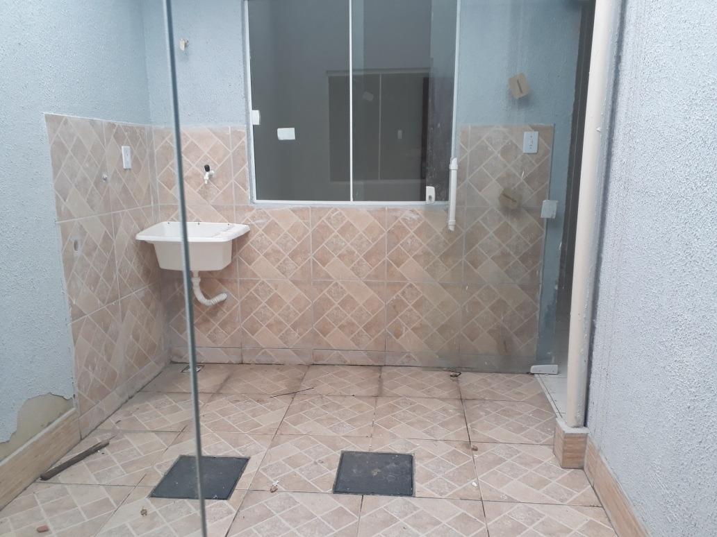 casa de 2 quartos, cozinha,banheiro, área e garagem