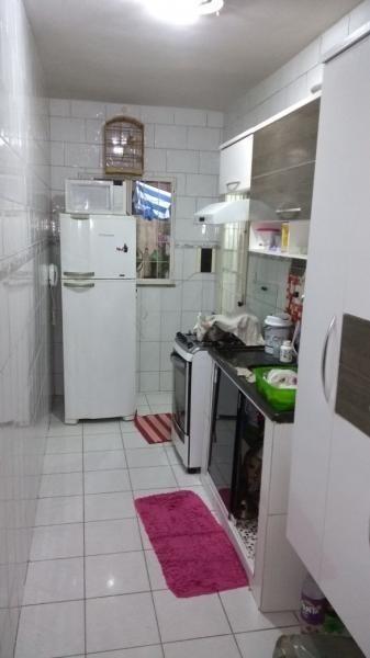casa de 2 quartos dentro de condomínio com piscina. r$135000
