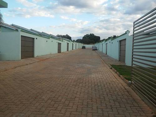 casa de 2 quartos em condomínio com muro e portão individual