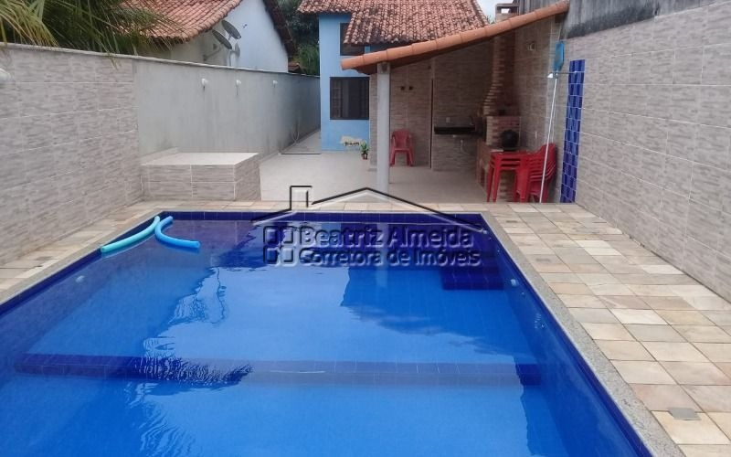 casa de 2 quartos, sendo 1 suíte, com piscina e churrasqueira a 200 m da rodoviária