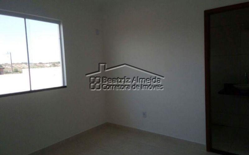 casa de 2 quartos, sendo 1 suíte, com terreno de 240m²