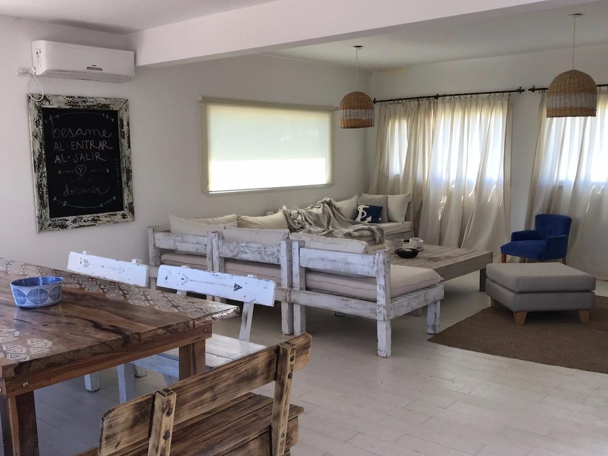 casa de 230 mts. con 5 dormitorios. disponible todo el año