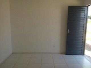casa de 2/4, salas, cozinha, banheiro área de serviço...