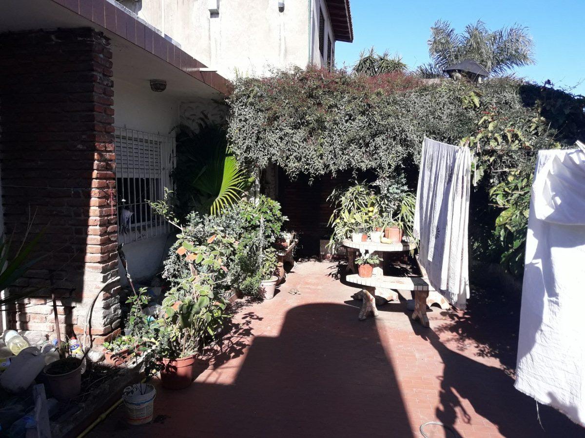 casa de 3 amb. en lote de 8,66 x 19 . patio terraza. - ramos