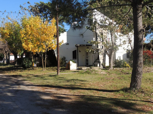casa de 3 ambientes c/cochera y parque