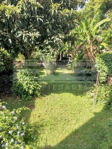 casa de 3 ambientes con jardin en excelente ubicacion de boulogne