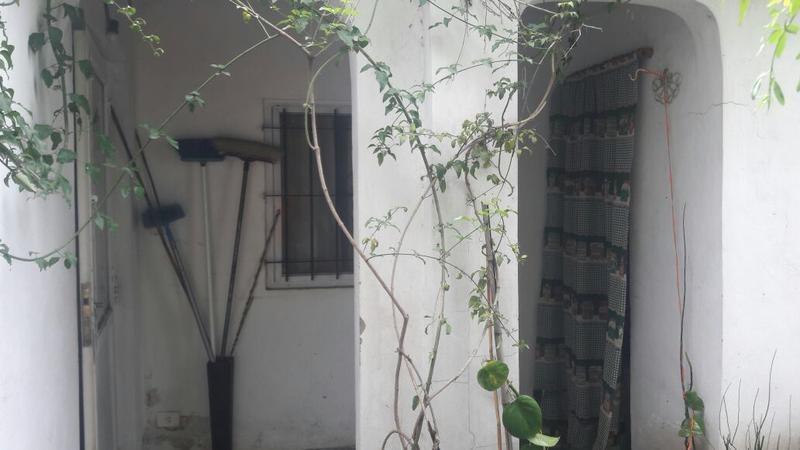 casa de 3 ambientes con patio.