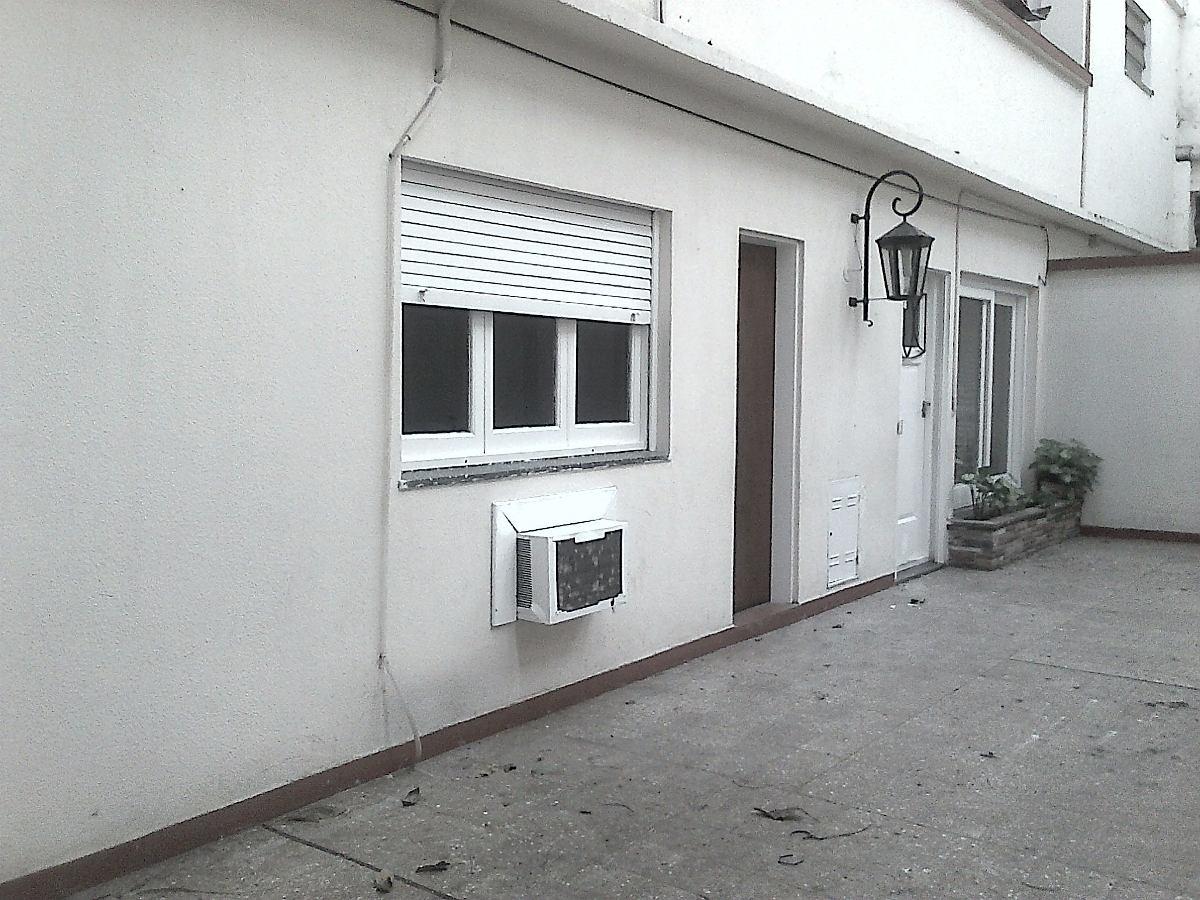 casa de 3 ambientes, con patio, zona comercial