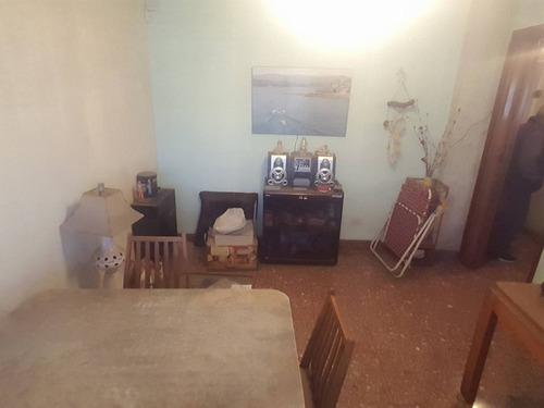 casa de 3 ambientes en lote propio, con jardin; fondo garage y terraza! venta inmediata.! apta credito! f: 7524