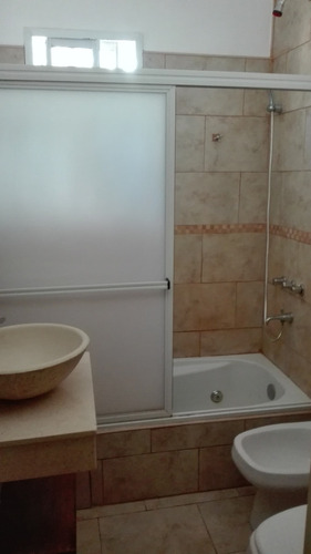 casa de 3 ambientes y 1 baño