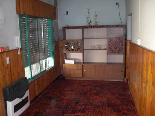 casa de 3 ambientes,local,cochera y fondo libre