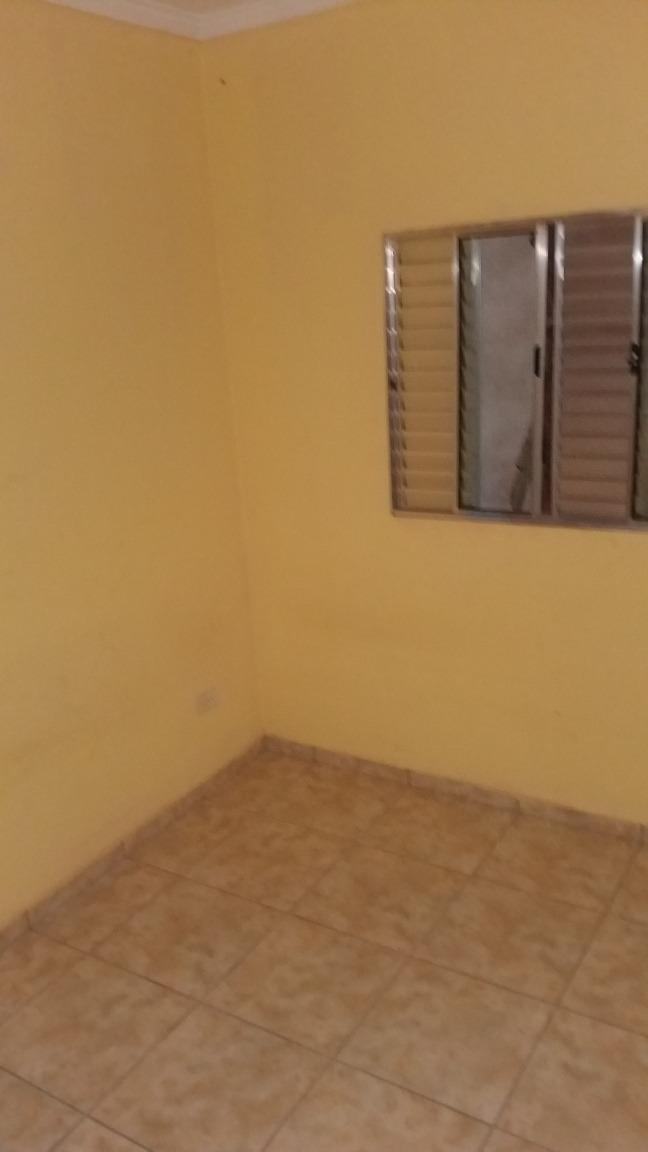 casa de 3 cômodos, mais lavanderia e quintal.