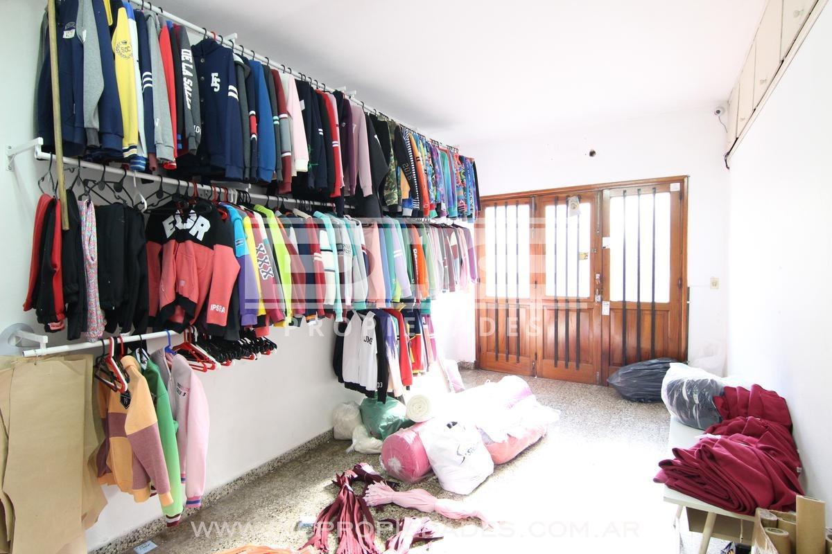 casa de 3 dorm, 2 baños, galería, terraza y cochera en excelente ubicación en san isidro