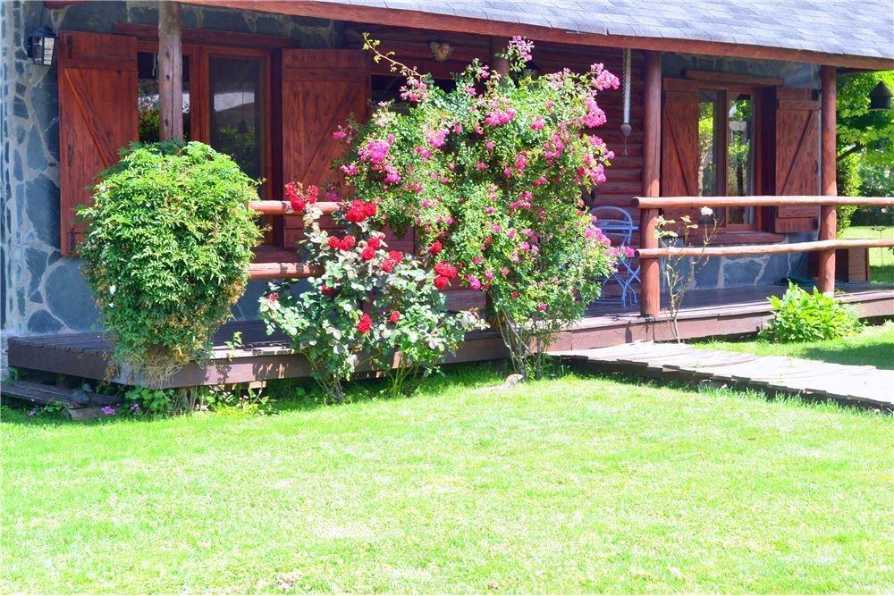 casa de 3 dorm , pileta y jardin de 2 lotes