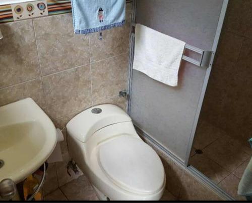 casa de 3 dormitorios 2 1/2 baños frente parque