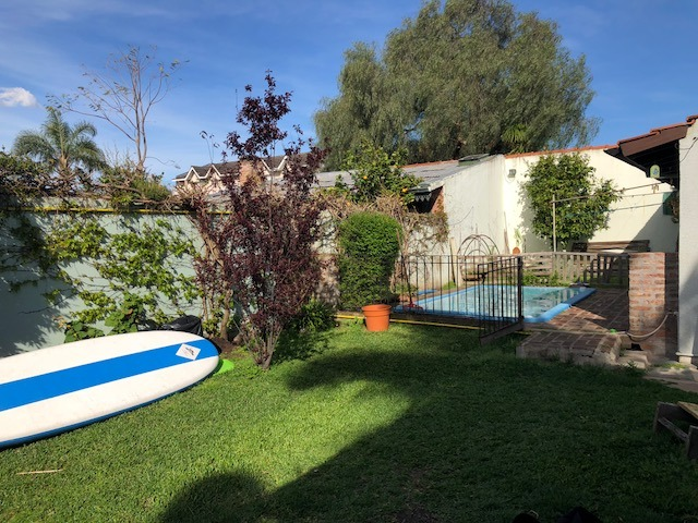 casa de 3 dormitorios con amplio jardín y pileta