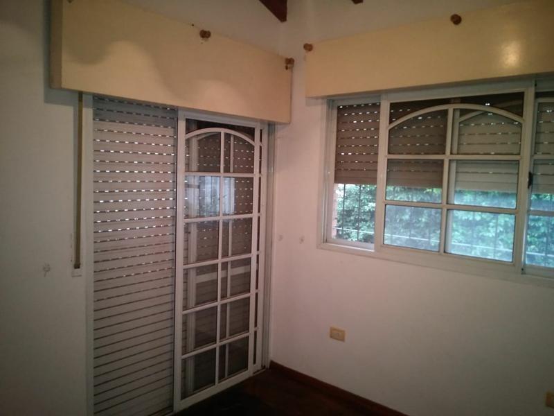 casa de 3 dormitorios con jardín y pileta en alsina al 500