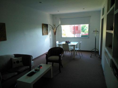 casa de 3 dormitorios con posibilidad de 4/5, en la plata.