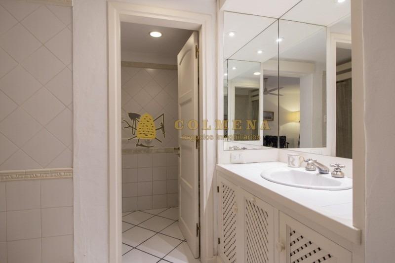 casa de 3 dormitorios en complejo privado con muy buenos servicios y muy buena vista al mar. consulte!!!!!!!!!-ref:2337