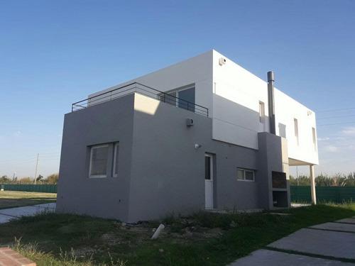 casa de 3 dormitorios y dependencia en barrio los castaños, nordelta