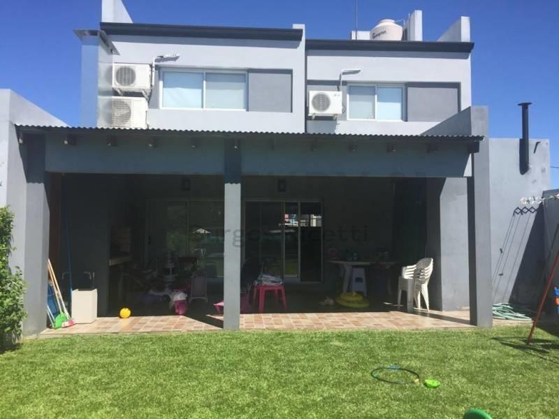 casa de 3 dormitorios y pileta en parque sicardi
