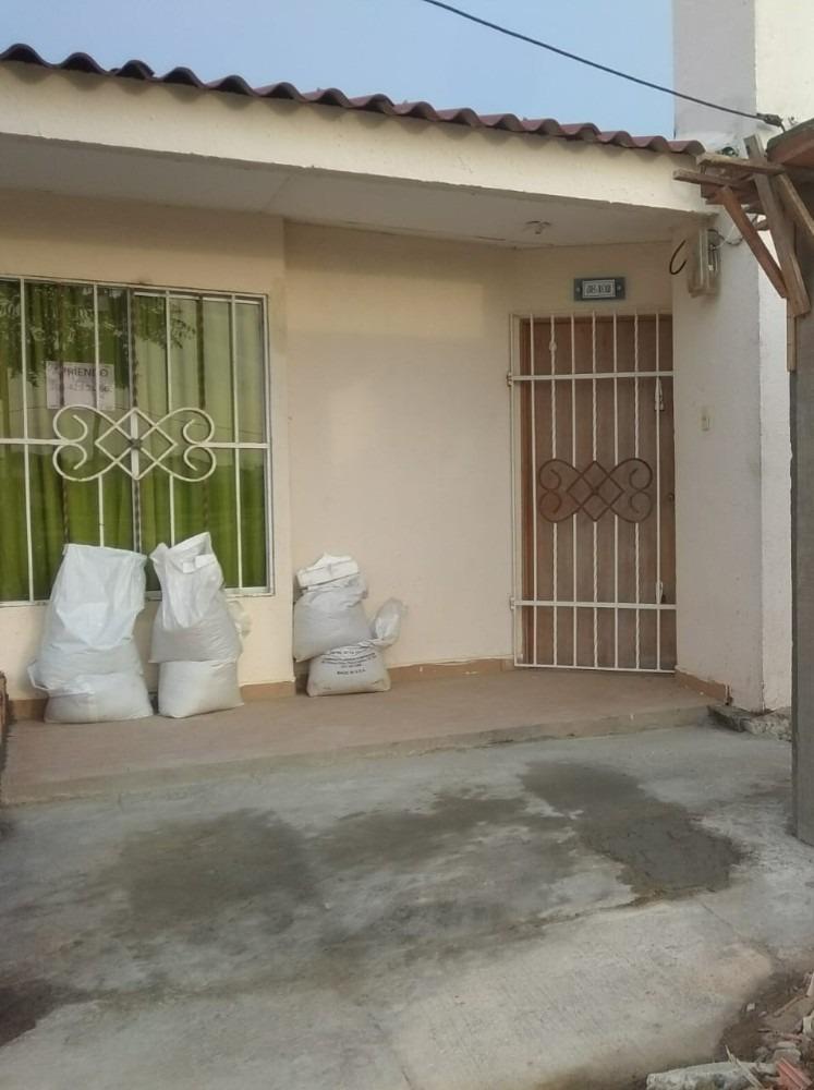 casa de 3 habitaciones, 2 baño, sala, patio, terraza, jardin