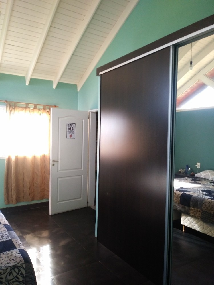 casa de 3 habitaciones 2 baños con cochera cerrada.
