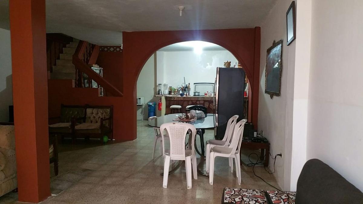 casa de 3 habitaciones, 3 baños 1/2. dos pisos, terraza