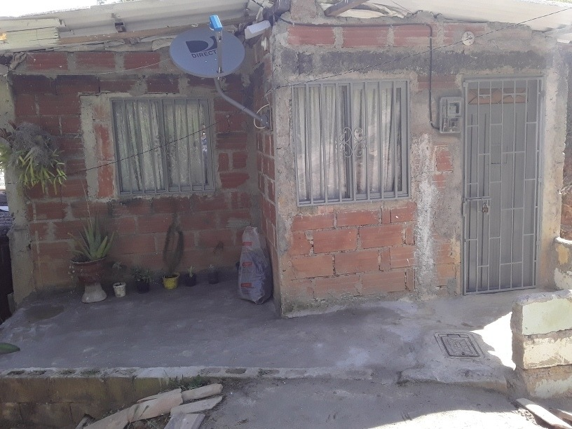 casa de 3 habitaciones, cocina, baño, salacomedor y patio