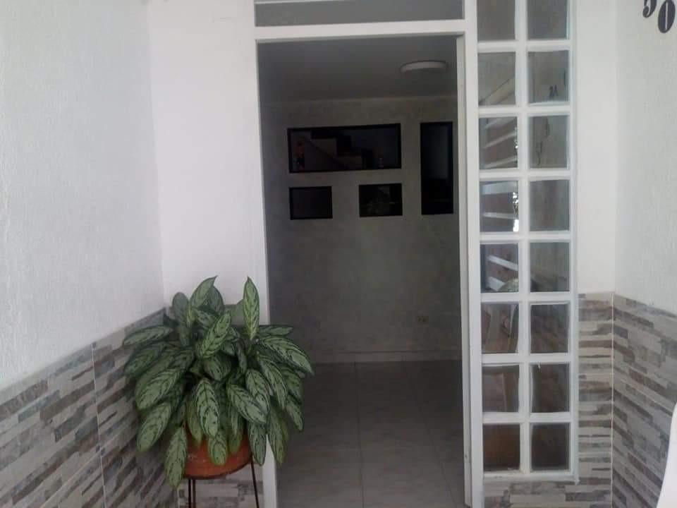 casa de 3 habitaciones, con 2 baños, cocina integral,etc