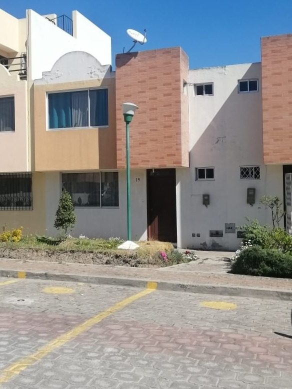 casa de 3 habitaciones con garage en conjunto