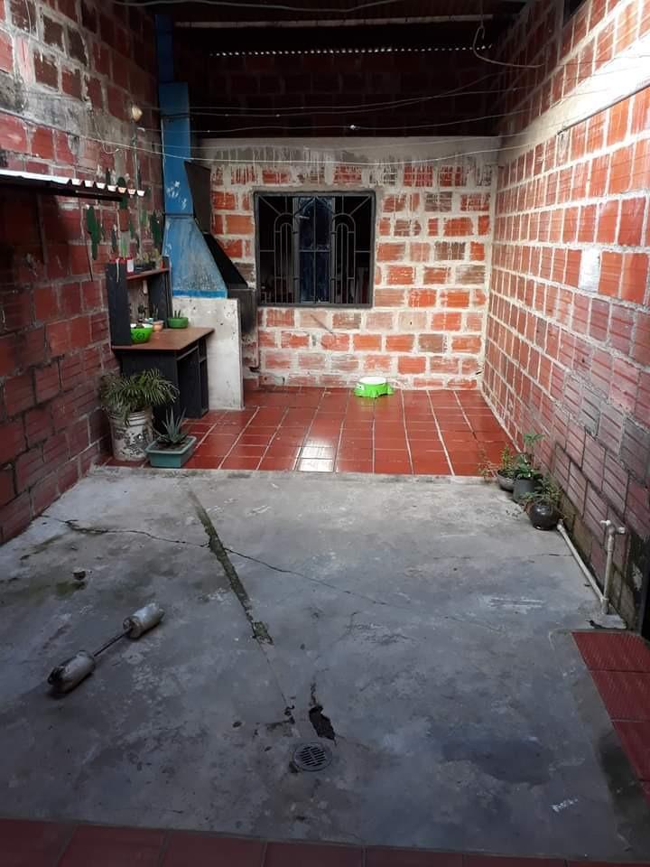 casa de 3 habitaciones garaje en muy buen estado